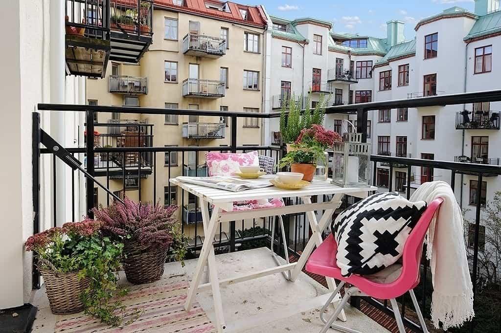 Fabulous-Spring-Balcony-Decor-Ideas-19-1 Kindesign