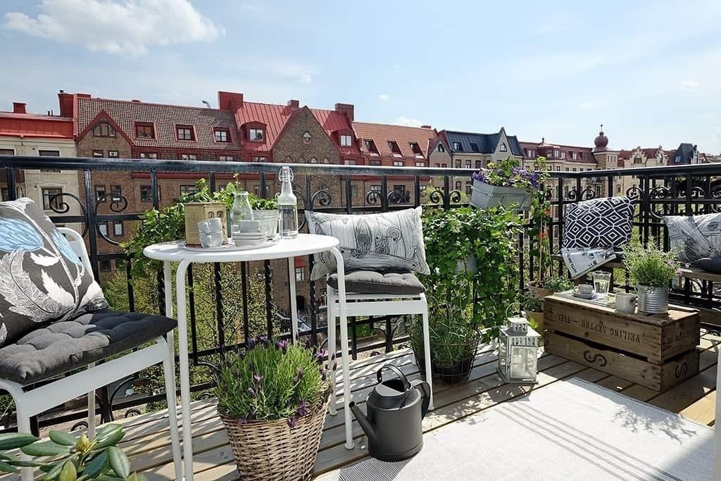 Fabulous-Spring-Balcony-Decor-Ideas-20-1 Kindesign