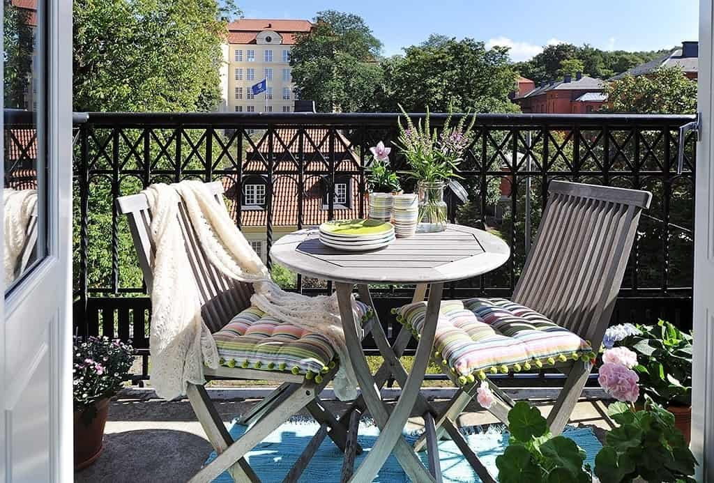 Fabulous-Spring-Balcony-Decor-Ideas-21-1 Kindesign