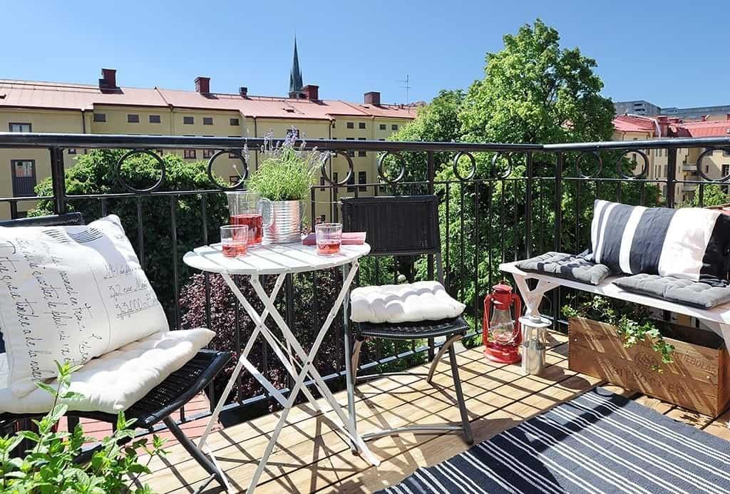 Fabulous-Spring-Balcony-Decor-Ideas-22-1 Kindesign
