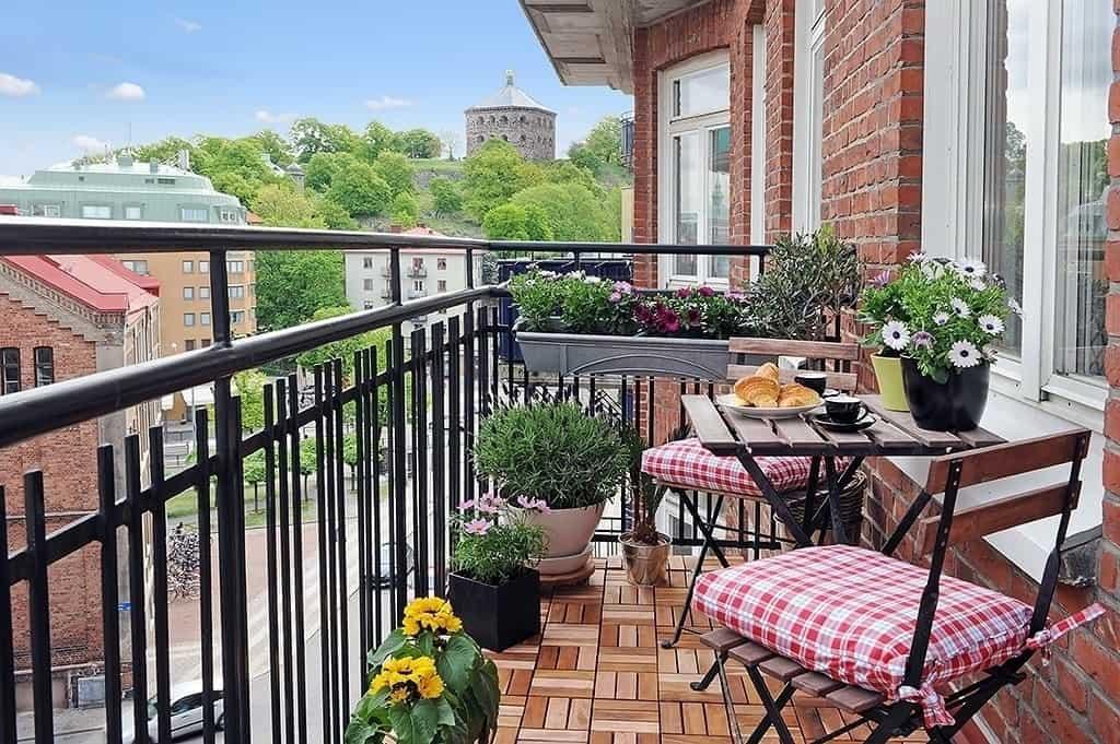 Fabulous-Spring-Balcony-Decor-Ideas-29-1 Kindesign