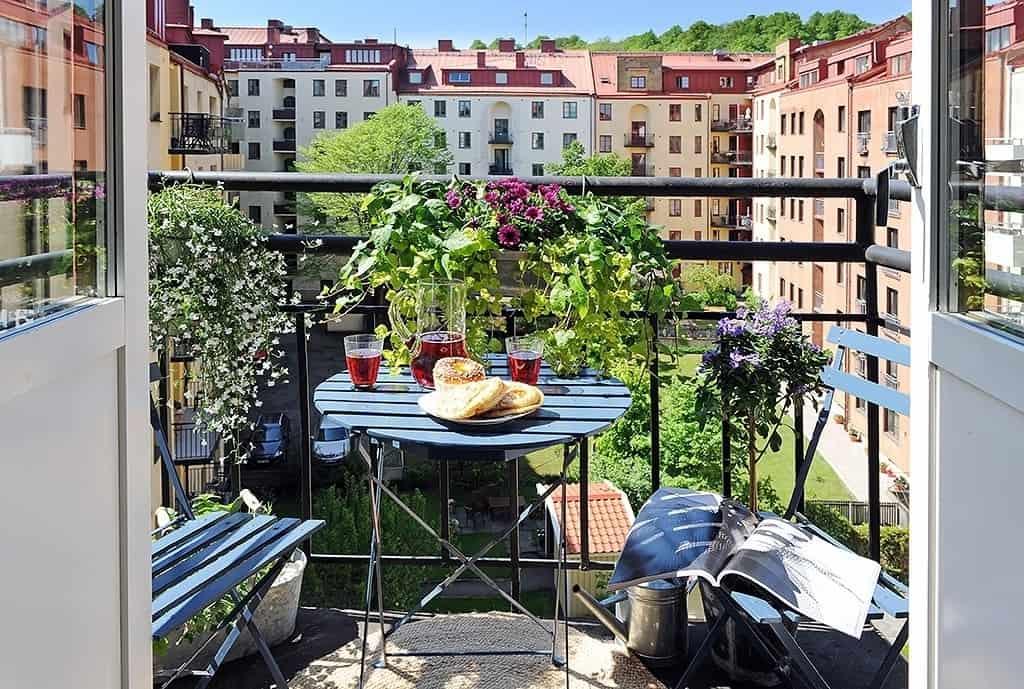 Fabulous-Spring-Balcony-Decor-Ideas-31-1 Kindesign