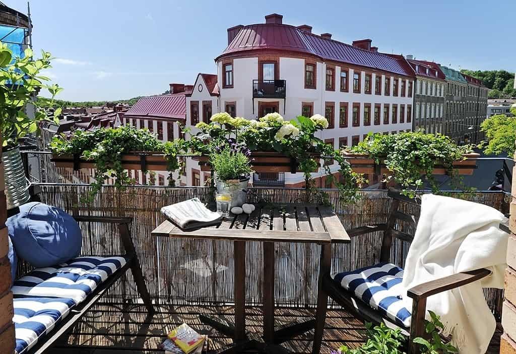 Fabulous-Spring-Balcony-Decor-Ideas-33-1 Kindesign