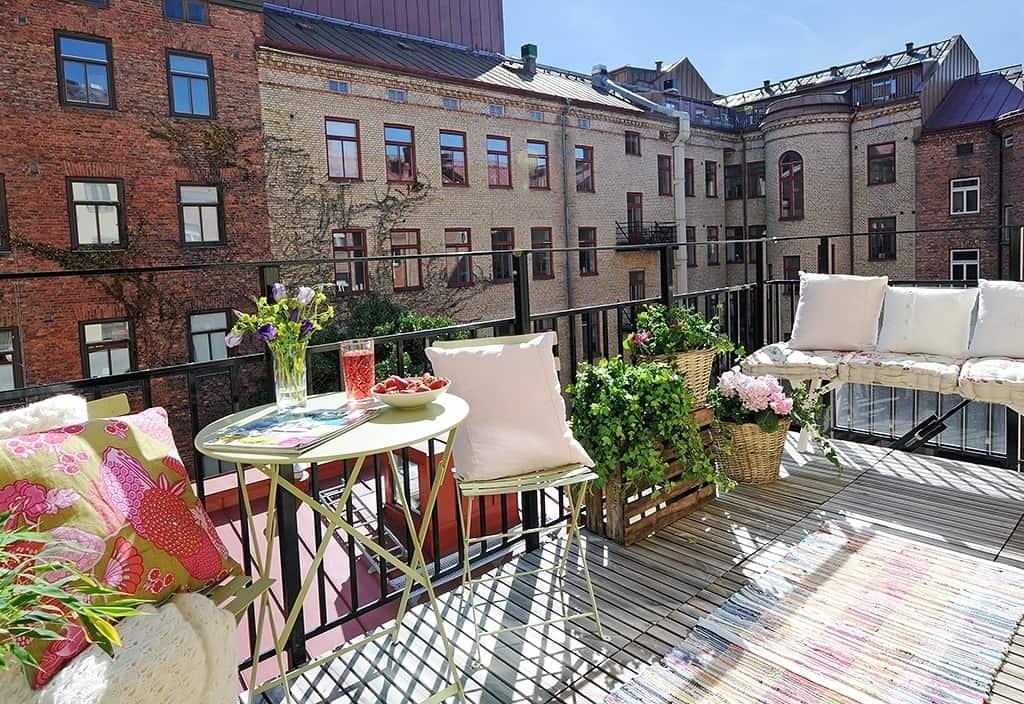 Fabulous-Spring-Balcony-Decor-Ideas-35-1 Kindesign