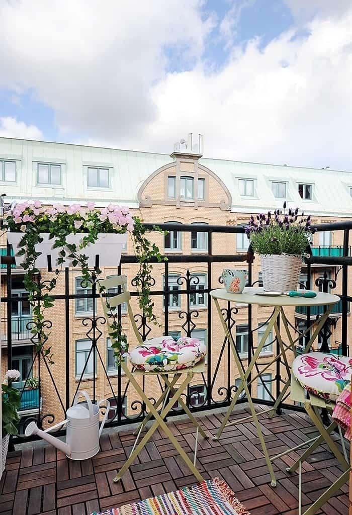 Fabulous-Spring-Balcony-Decor-Ideas-38-1 Kindesign