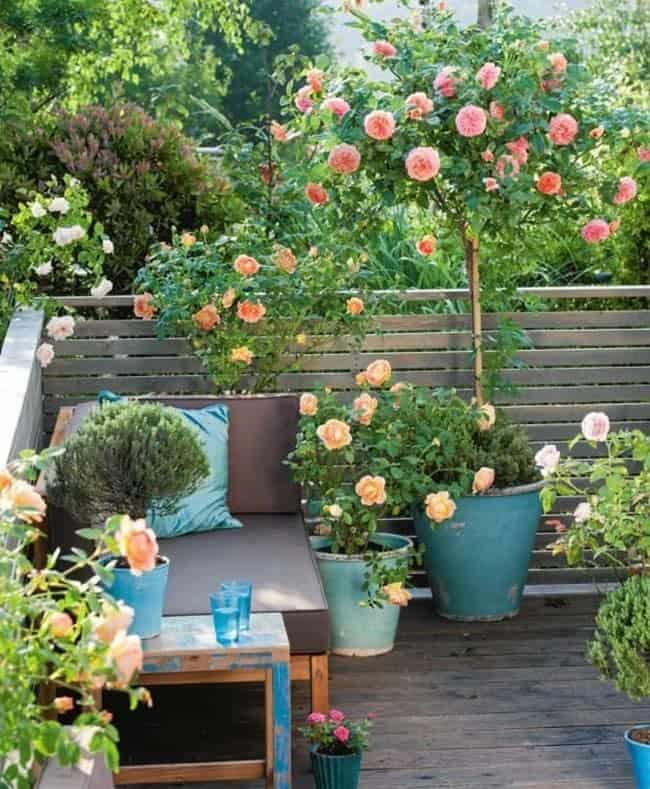 Fabulous-Spring-Balcony-Decor-Ideas-41-1 Kindesign