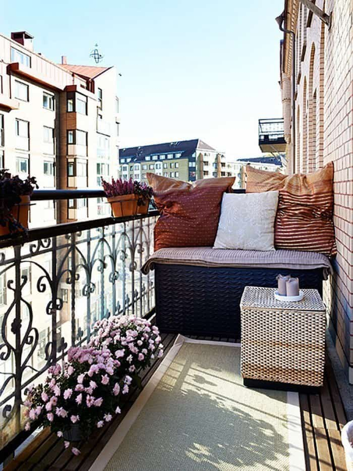 Fabulous-Spring-Balcony-Decor-Ideas-42-1 Kindesign