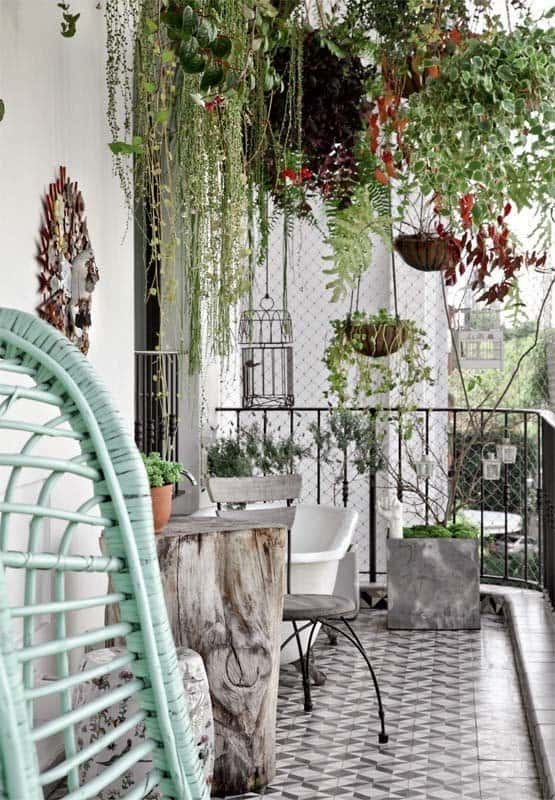 Fabulous-Spring-Balcony-Decor-Ideas-46-1 Kindesign