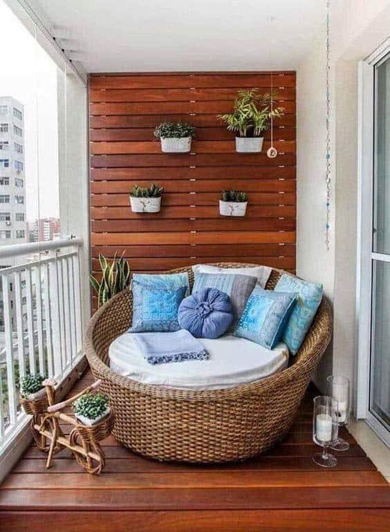 Fabulous-Spring-Balcony-Decor-Ideas-47-1 Kindesign