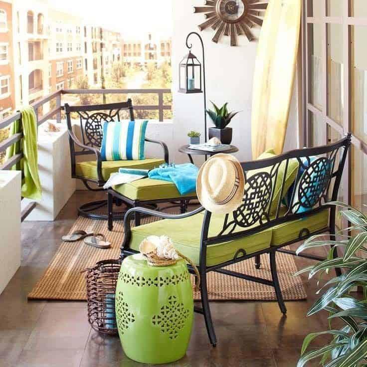 Fabulous-Spring-Balcony-Decor-Ideas-48-1 Kindesign