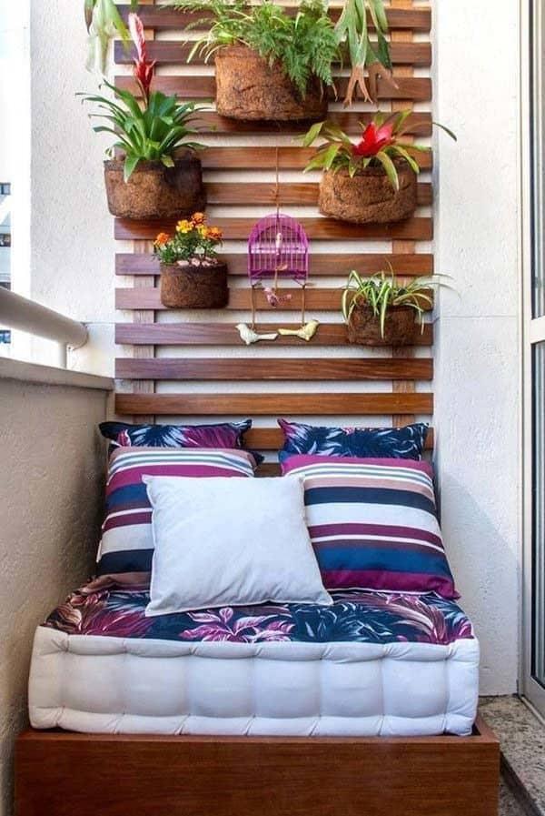 Fabulous-Spring-Balcony-Decor-Ideas-49-1 Kindesign