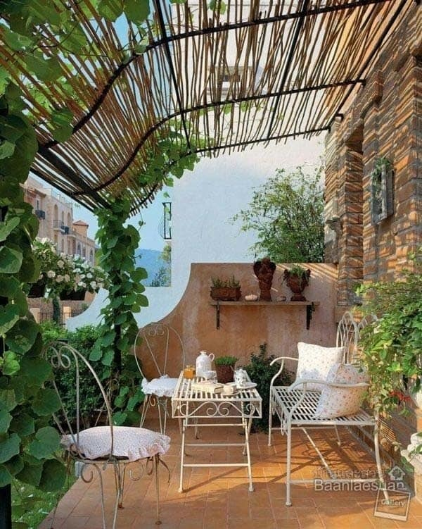 Fabulous-Spring-Balcony-Decor-Ideas-51-1 Kindesign