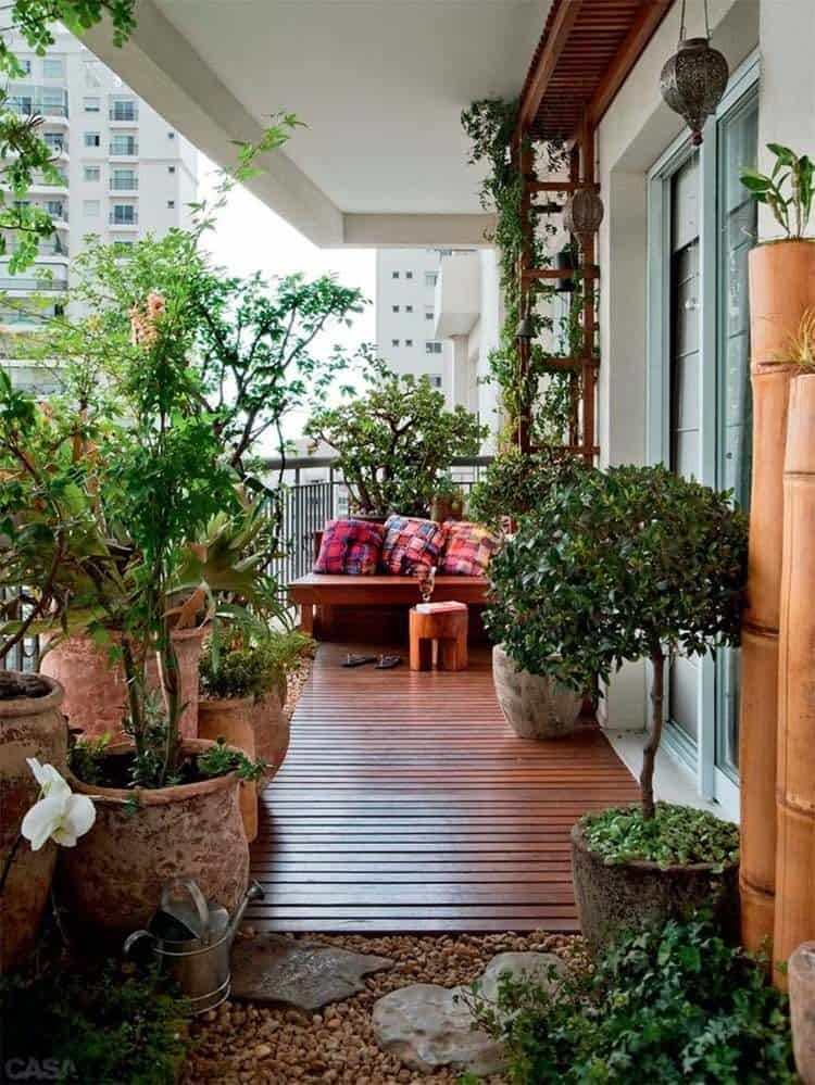 Fabulous-Spring-Balcony-Decor-Ideas-52-1 Kindesign