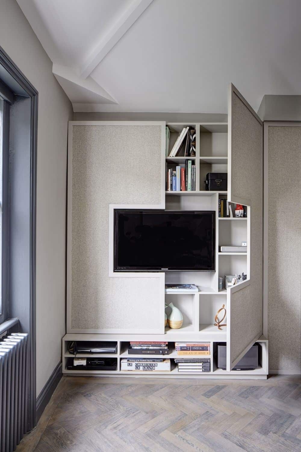 High style, low-budget in this 750 square foot English flat