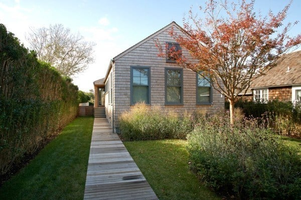 featured posts image for Contemporary cottage design flooded with light in Sagaponack