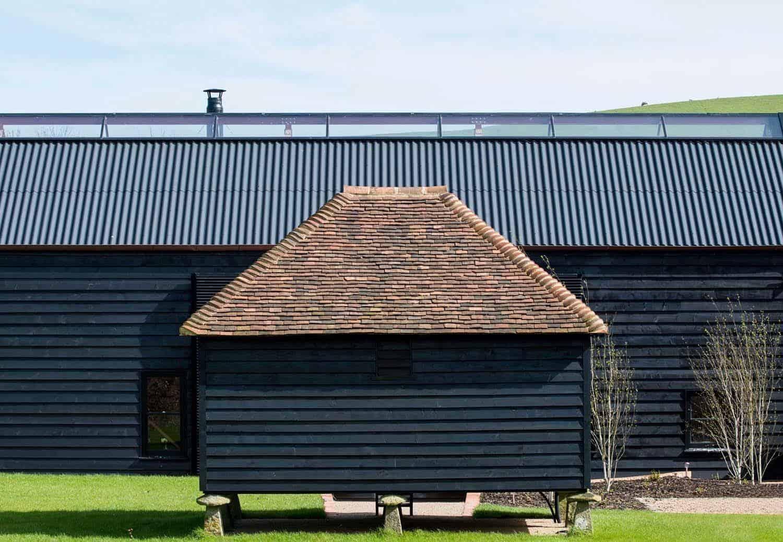 Ancient Party Barn-Liddicoat Goldhill-06-1 Kindesign