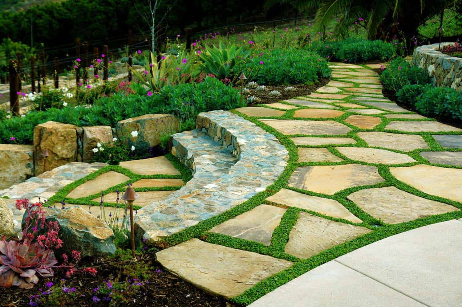 40 brilliant ideas for stone pathways in your garden for Outdoor landscaping ideas