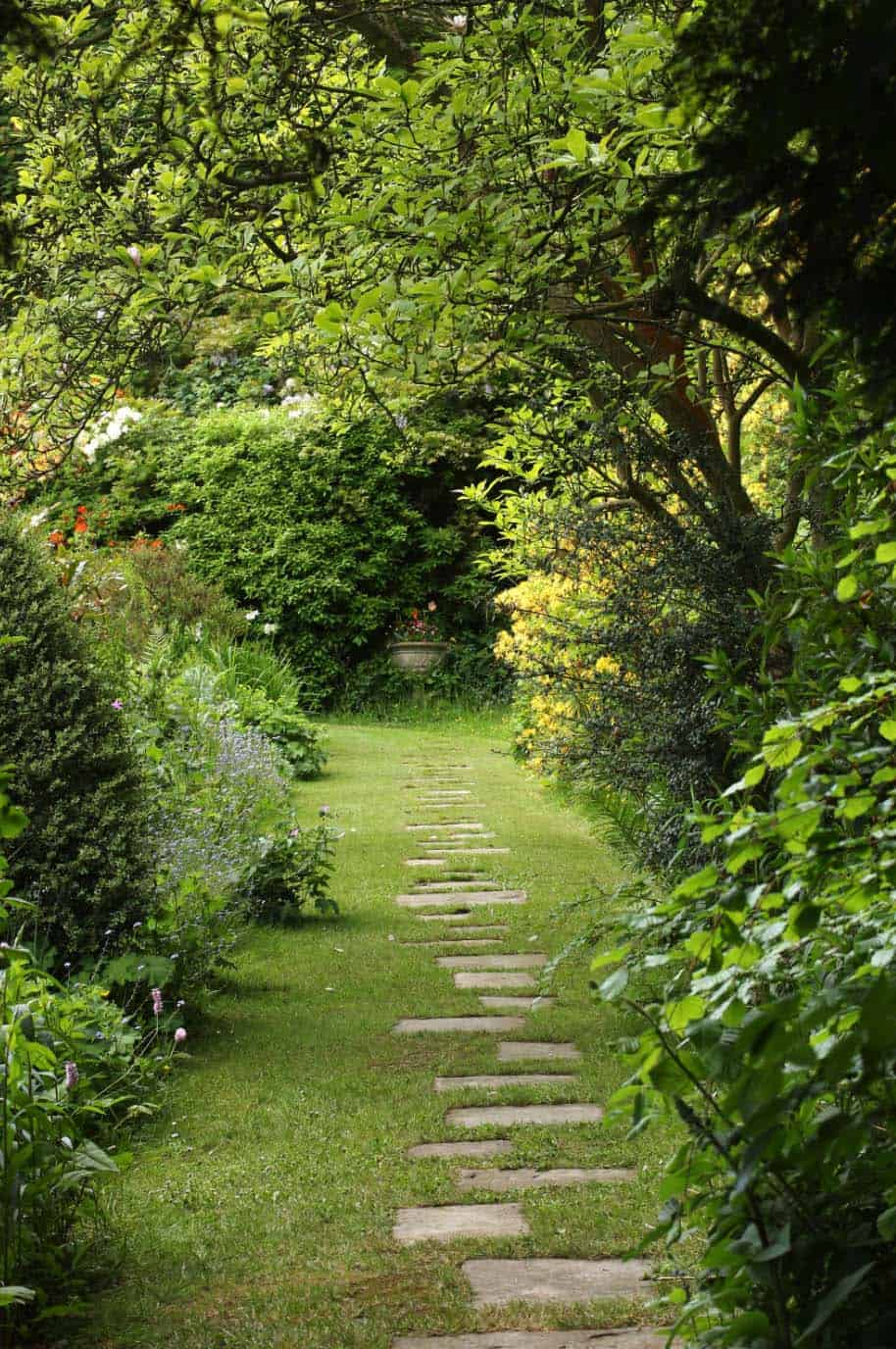 Garden Stone Pathway Ideas-06-1 Kindesign