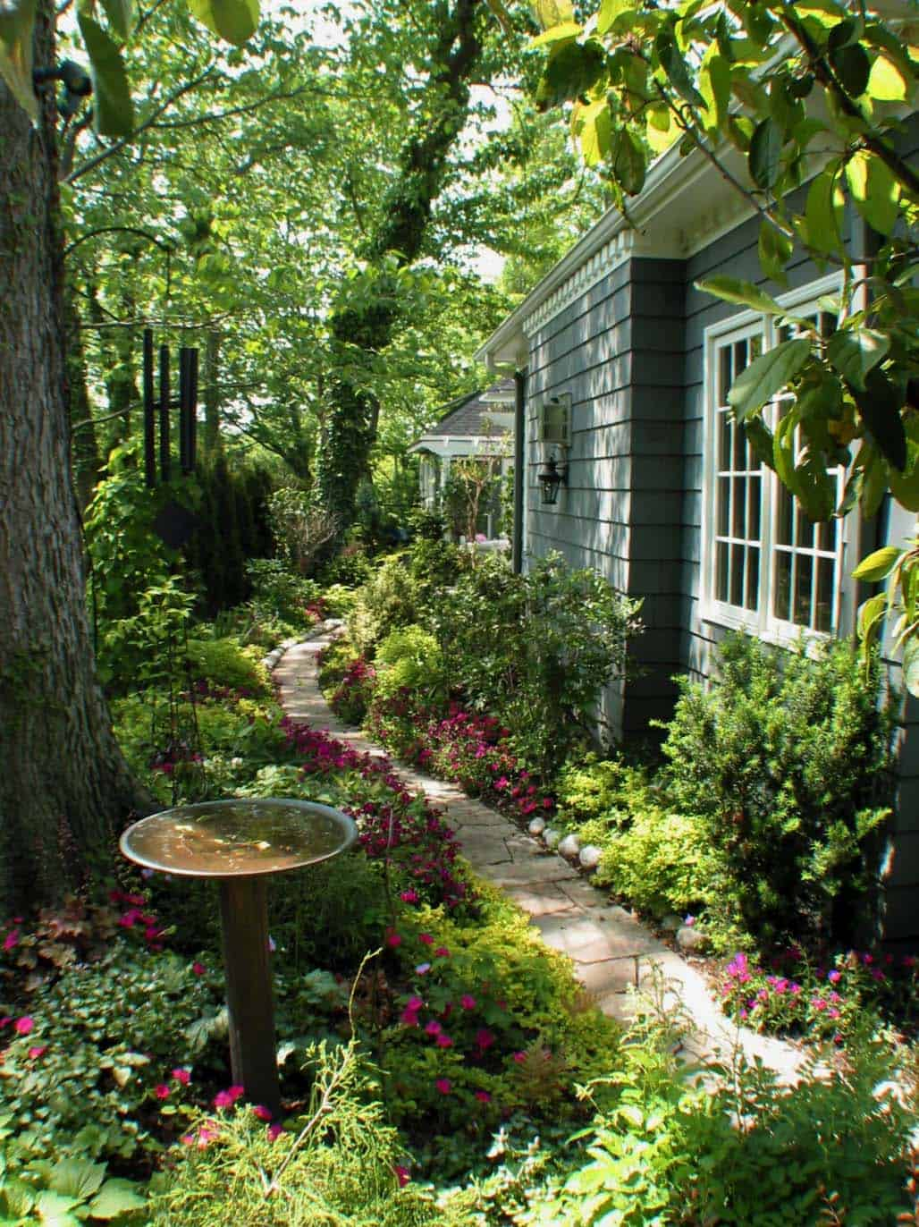 Garden Stone Pathway Ideas-11-1 Kindesign