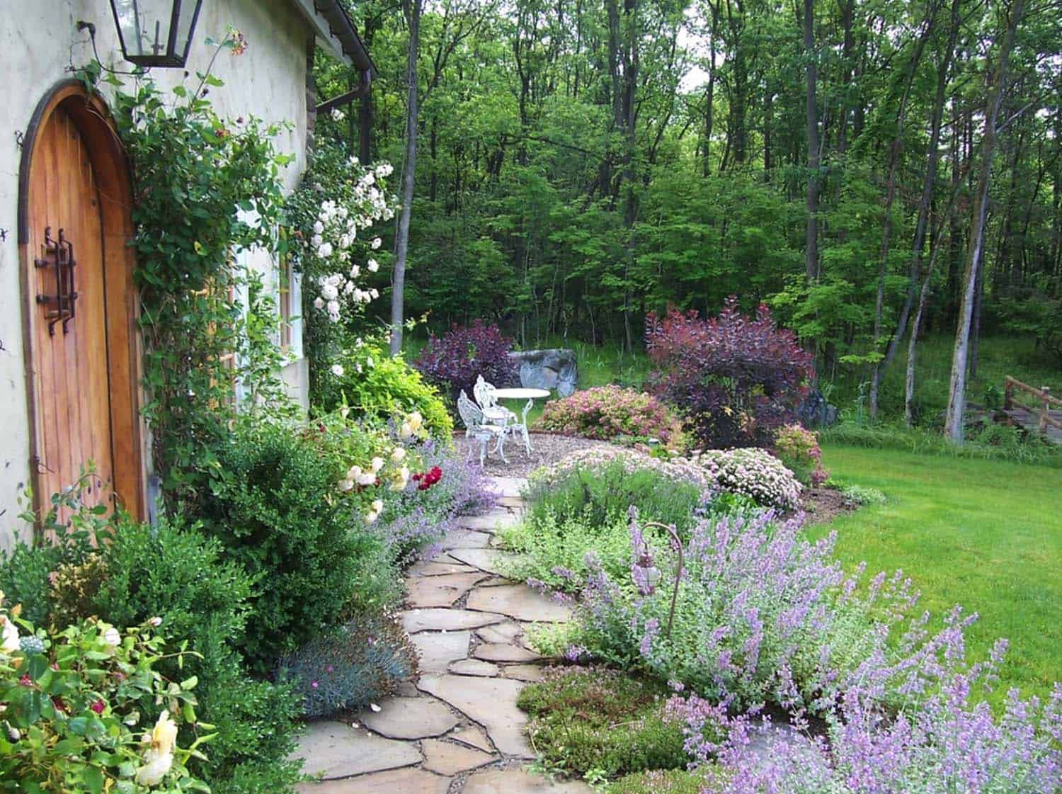 Garden Stone Pathway Ideas-13-1 Kindesign