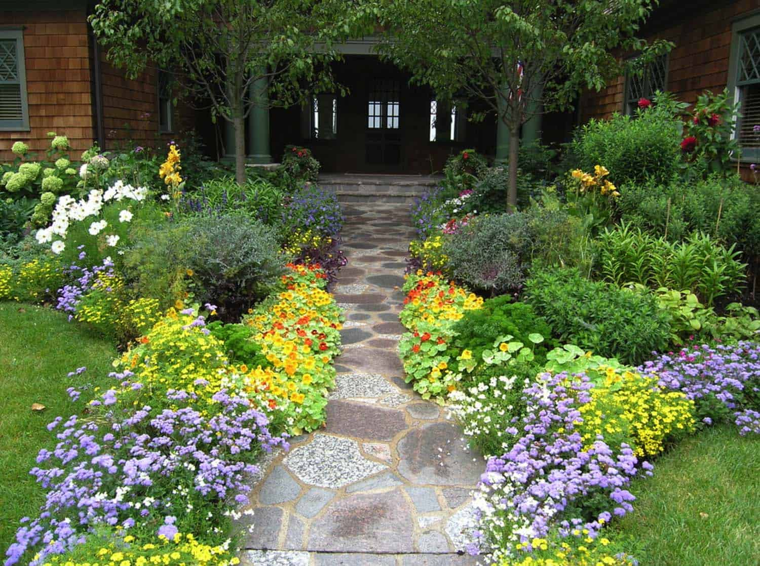Garden Stone Pathway Ideas-17-1 Kindesign