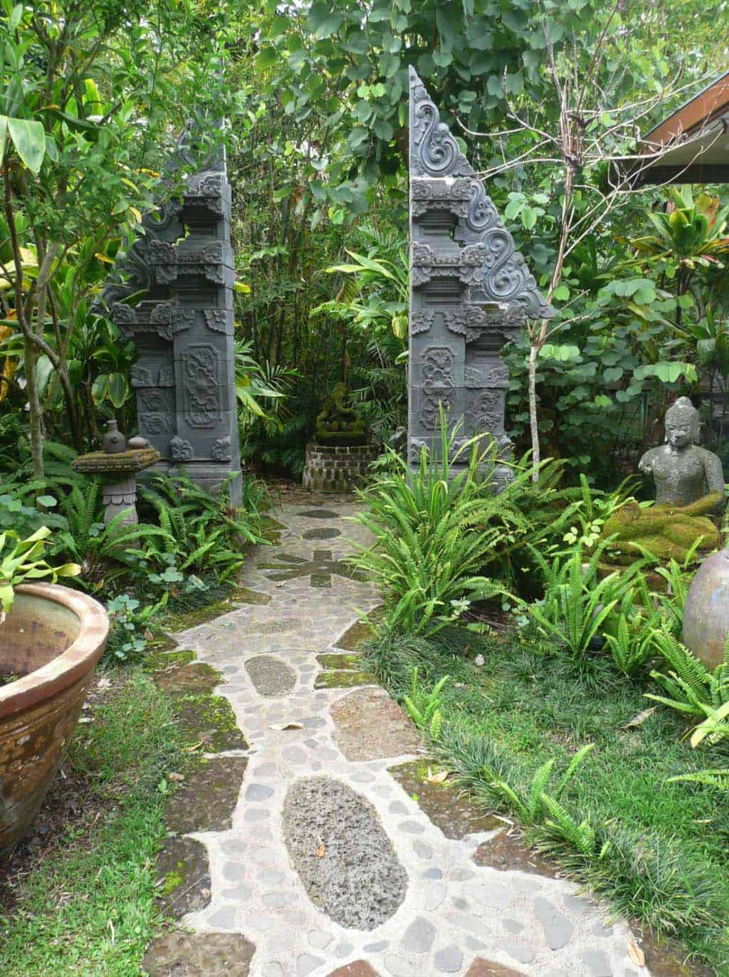 Garden Stone Pathway Ideas-25-1 Kindesign