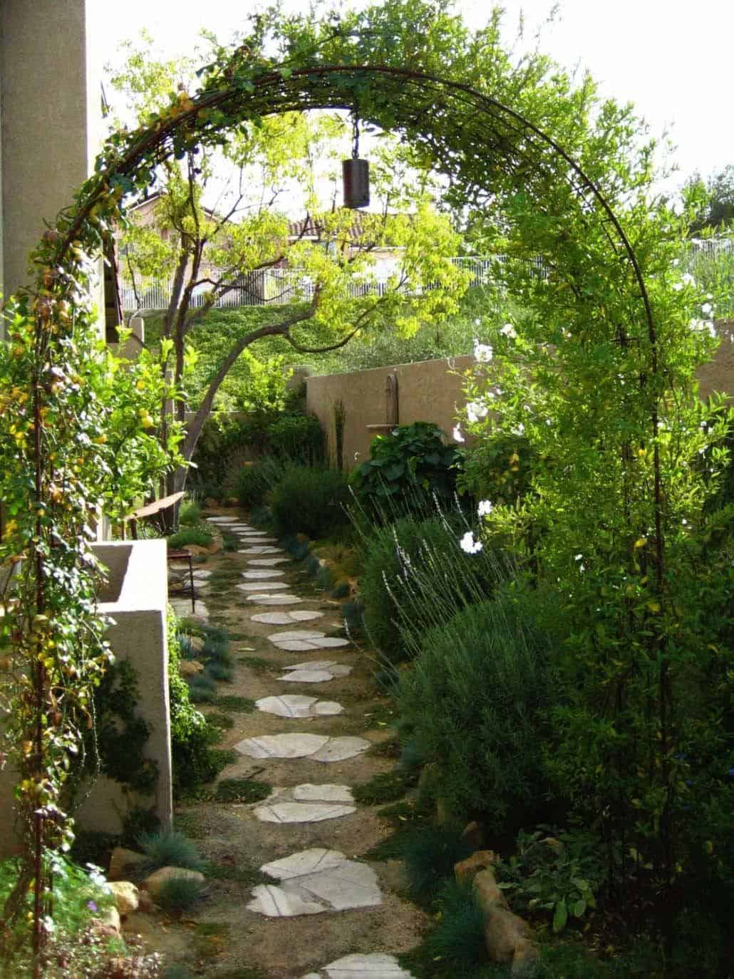 Garden Stone Pathway Ideas-27-1 Kindesign