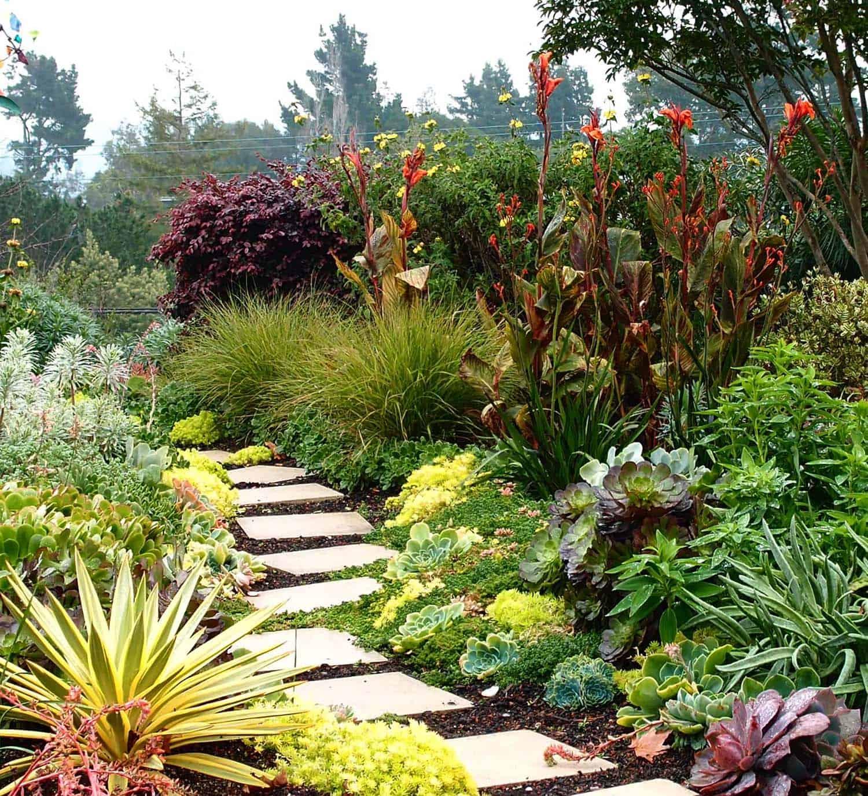 Garden Stone Pathway Ideas-28-1 Kindesign