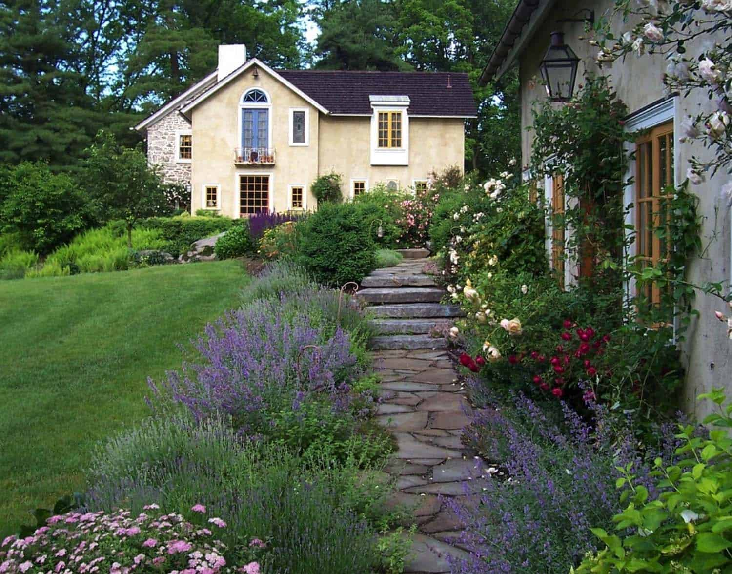 Garden Stone Pathway Ideas-31-1 Kindesign