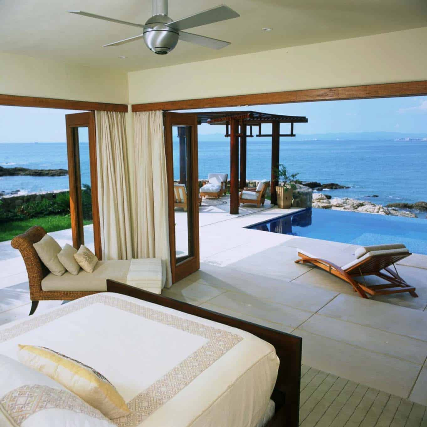 33 sun drenched bedrooms with mesmerizing ocean views - Connection between lifestyle home design ...