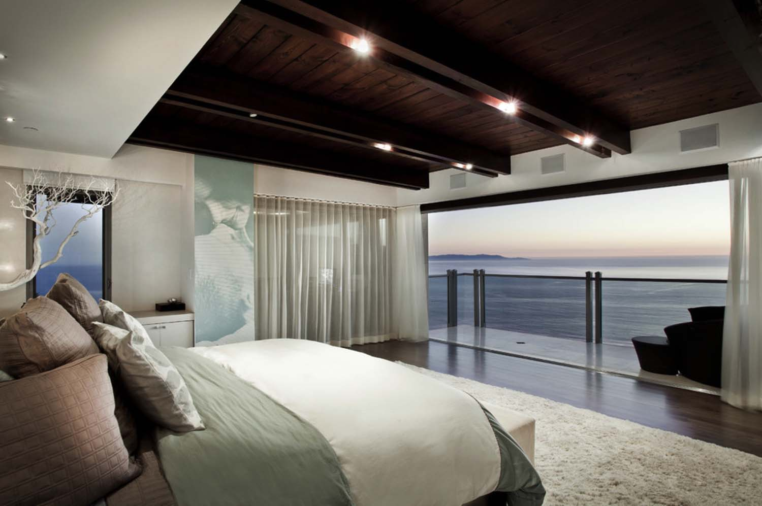 Bedroom With Ocean Views-16-1 Kindesign