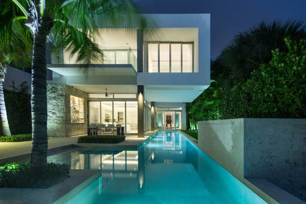 featured posts image for Sleek modern dwelling overlooking Biscayne Bay, Florida