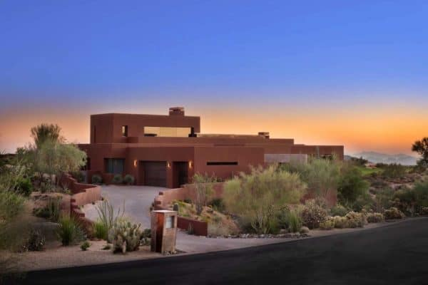 featured posts image for Arizona desert home blurs indoor-outdoor boundaries