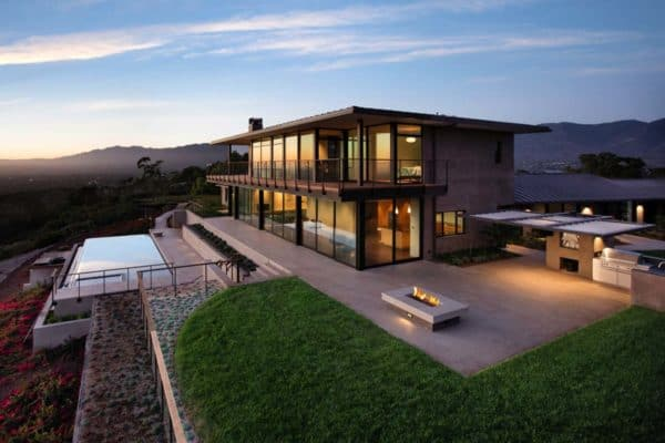 featured posts image for Contemporary hilltop home in California gets brilliant overhaul