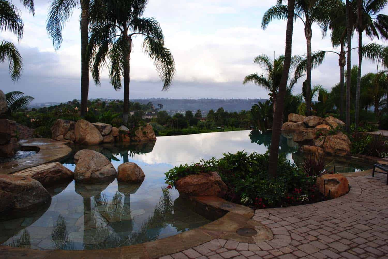 Infinity Edge Pool Ideas-09-1 Kindesign