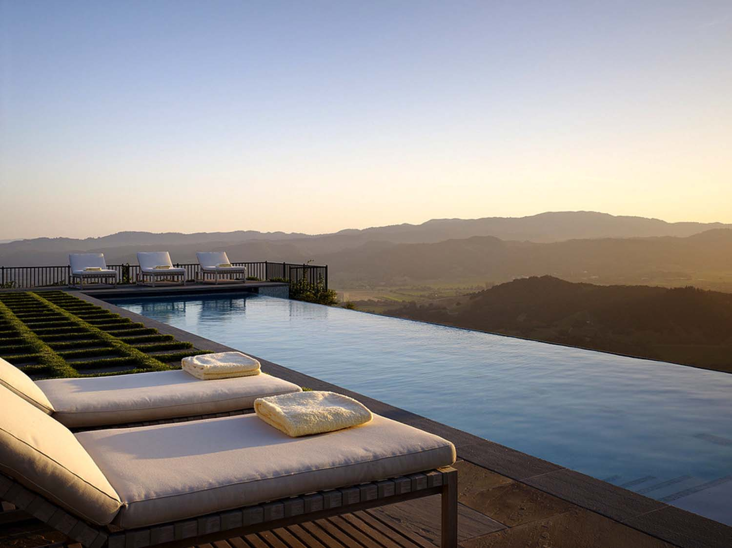 Infinity Edge Pool Ideas-18-1 Kindesign