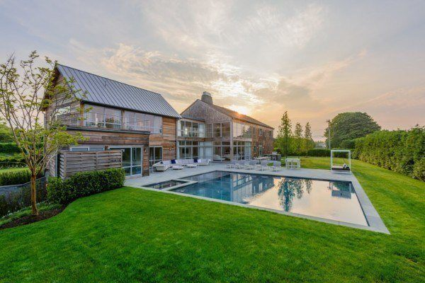 featured posts image for Breathtaking modern barn-style home in Bridgehampton, New York