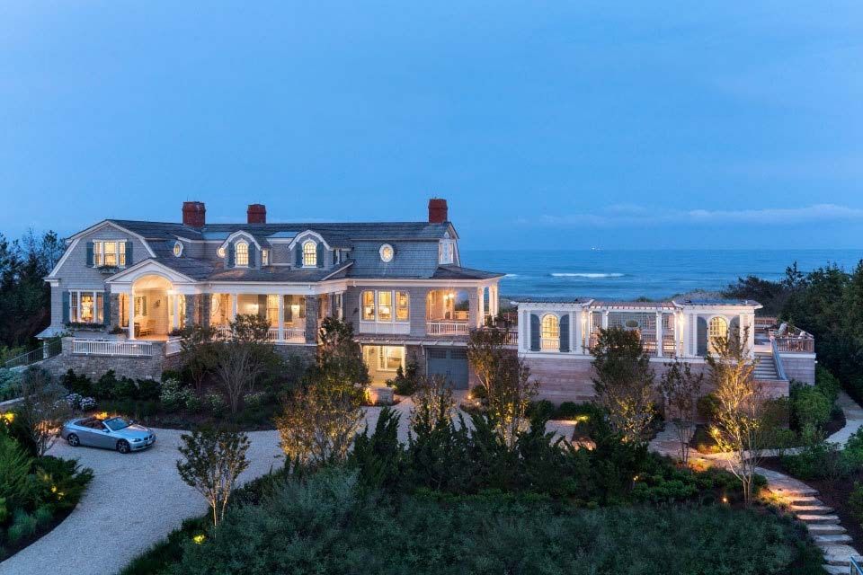 Shingle Style Home-Robert Stern Architects-01-1 Kindesign