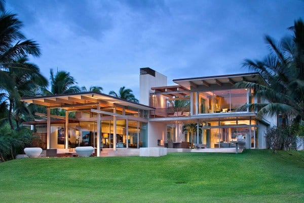 featured posts image for Tropical dream house in Maui opens to fresh sea breezes