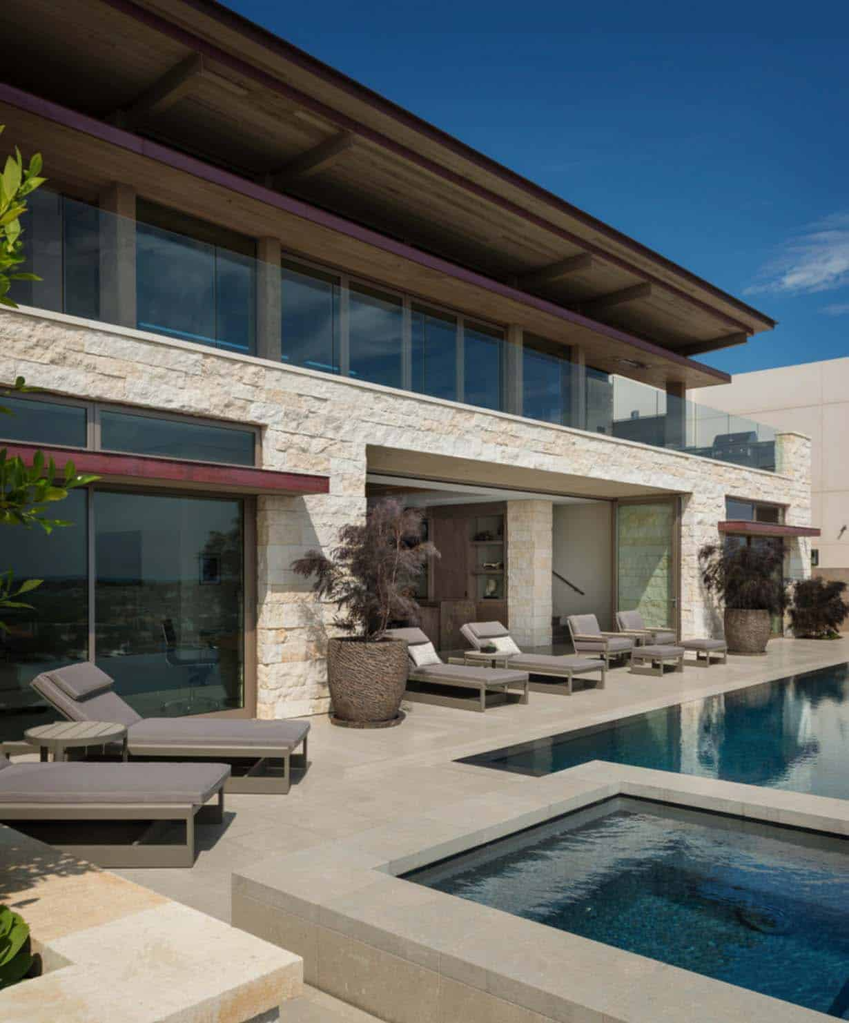Newport Bluffs Apartments: Contemporary Blufftop Dwelling Overlooking Newport Harbor