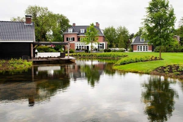 featured posts image for Charming Dutch home appears to float on a waterside canal