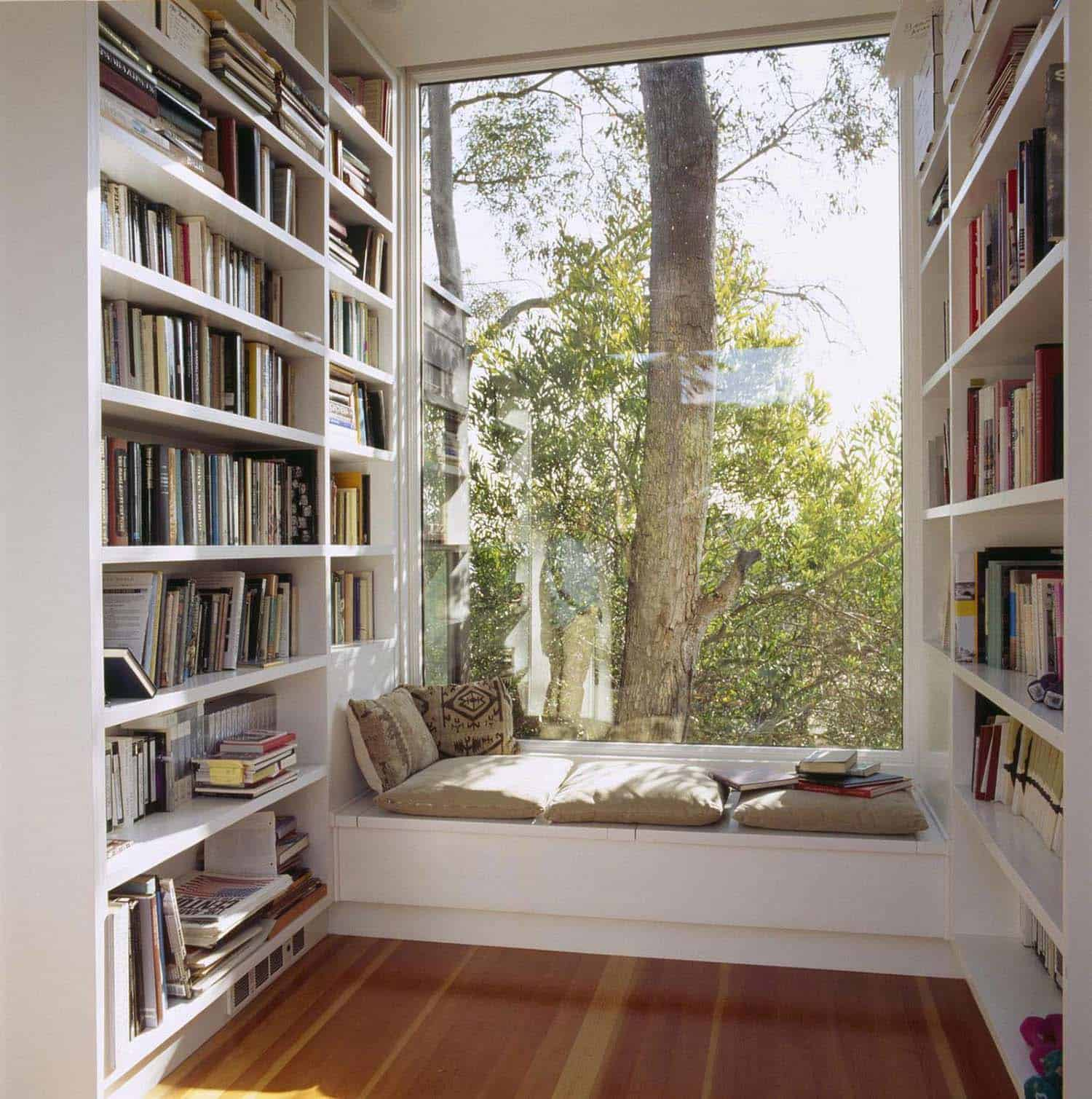 Home Library with Window Seat-16-1 Kindesign