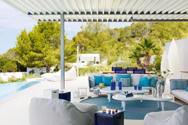 featured posts image for Holiday-inspiring Ibiza house overlooking the Mediterranean Sea