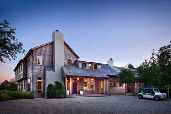 featured posts image for Breathtaking modern farmhouse design in East Hampton