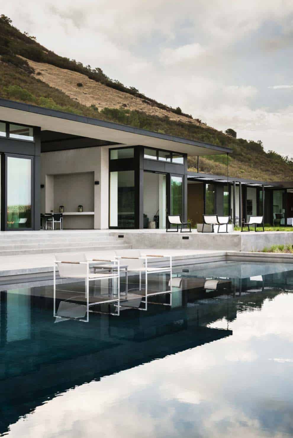 Modern Hillside Home-John Maniscalco Architecture-22-1 Kindesign