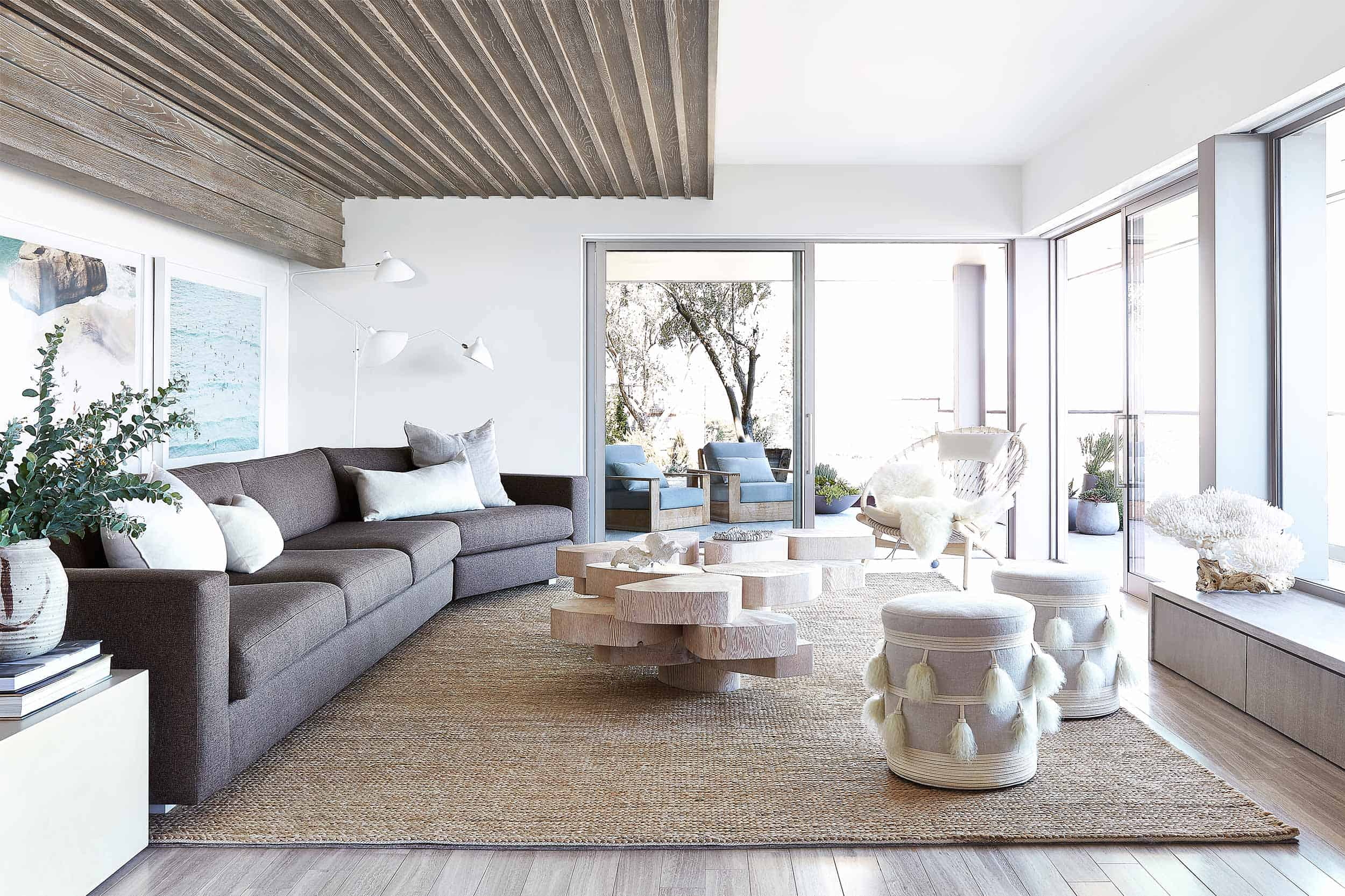 Modern Seaside Retreat-Jamie Bush-01-1 Kindesign