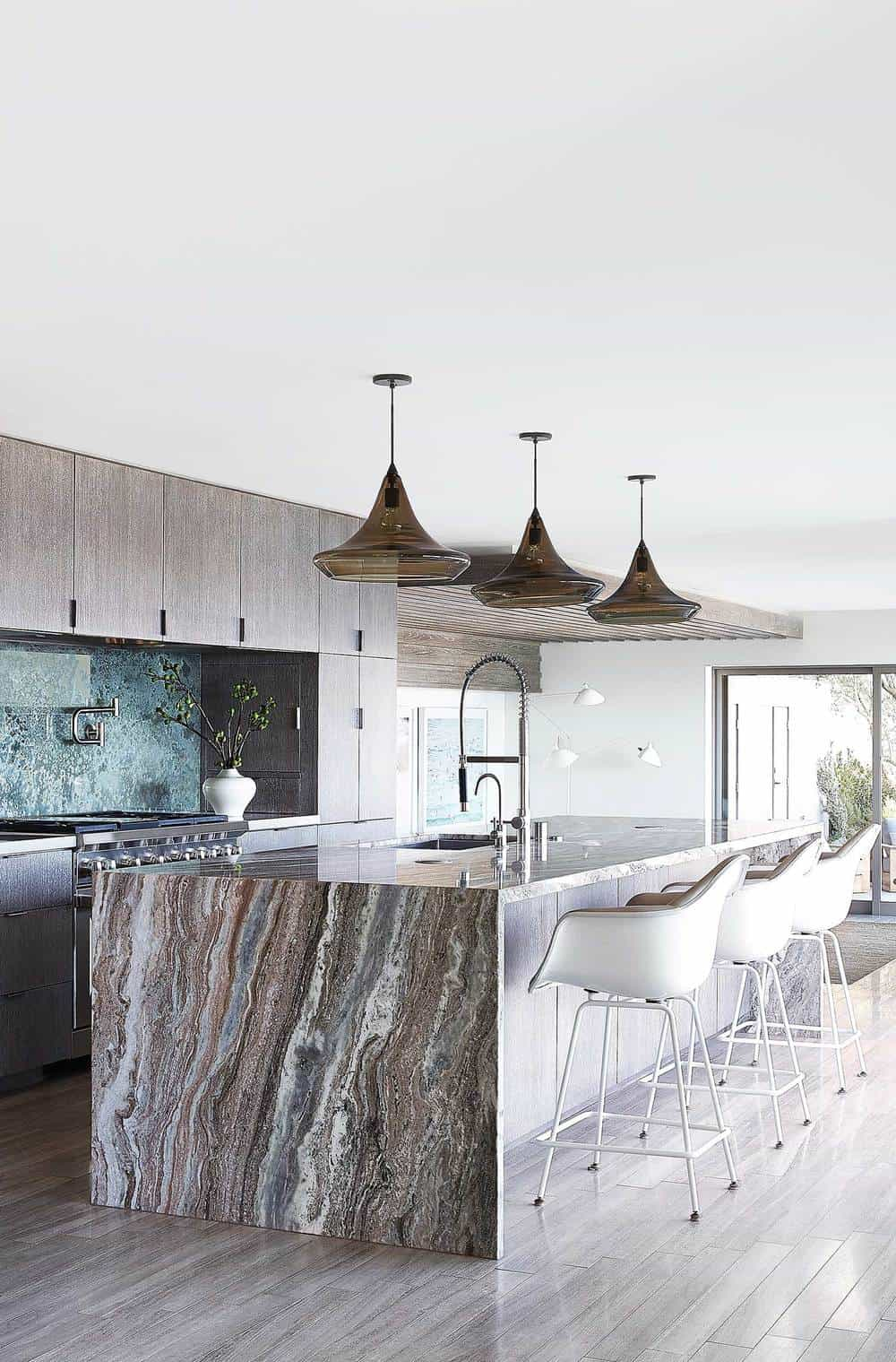 Modern Seaside Retreat-Jamie Bush-03-1 Kindesign