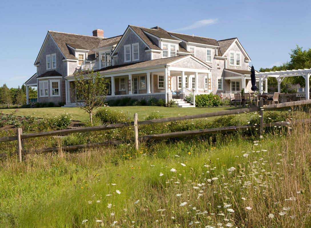 Shingle-Style Home-Brooks Falotico Associates-25-1 Kindesign