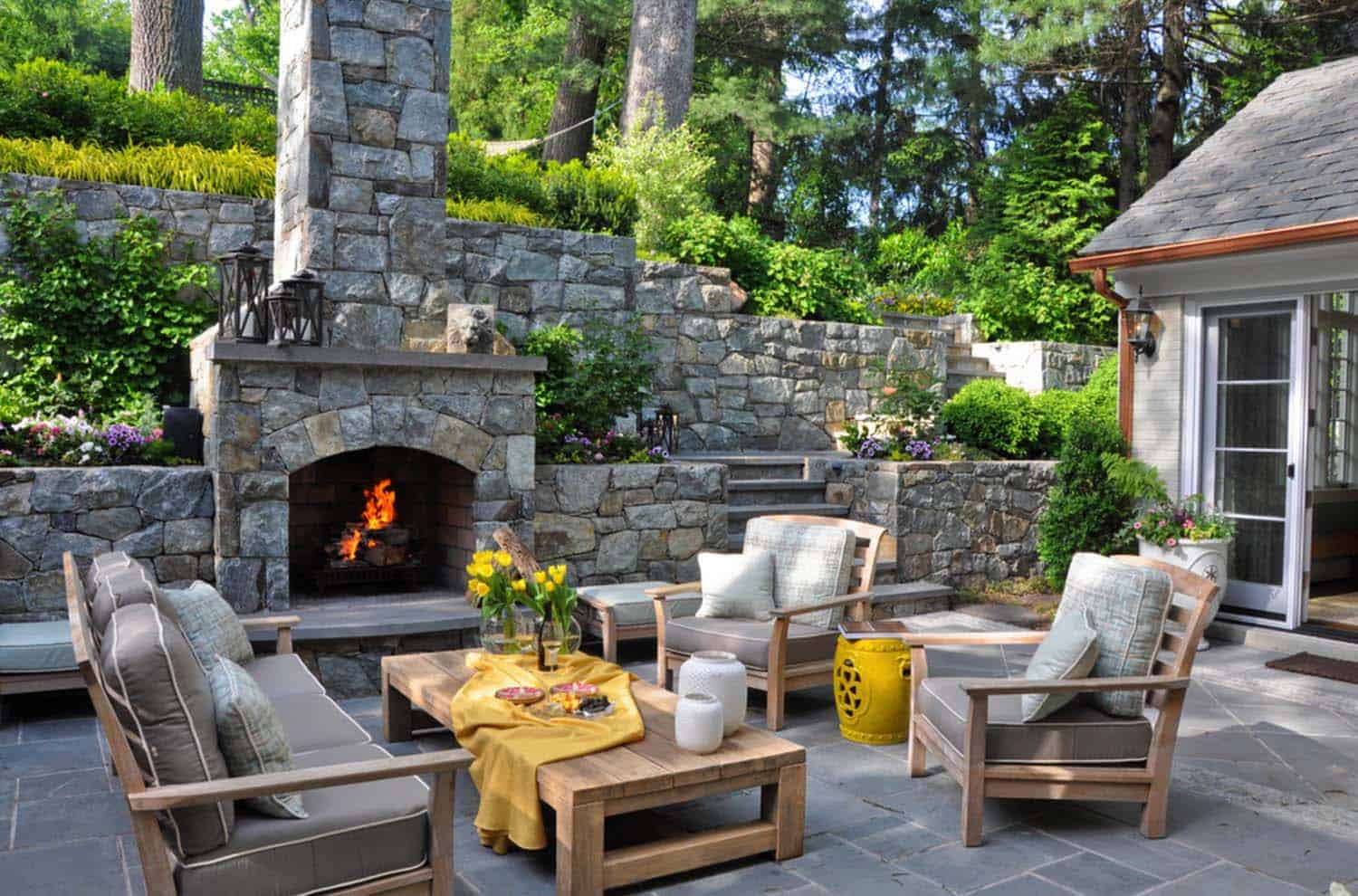 Traditional Outdoor Patio Designs-19-1 Kindesign