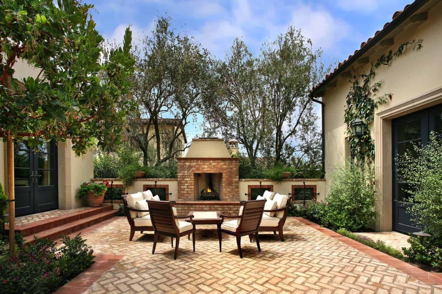 Traditional Outdoor Patio Designs-21-1 Kindesign